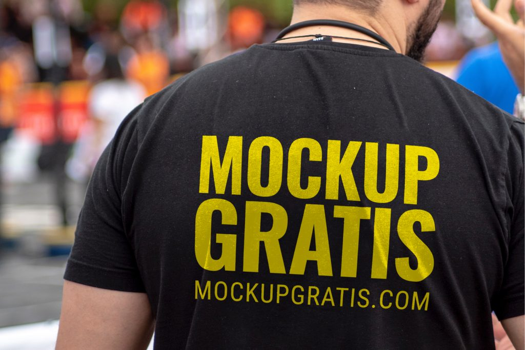 Mockup de una camiseta en formato PSD