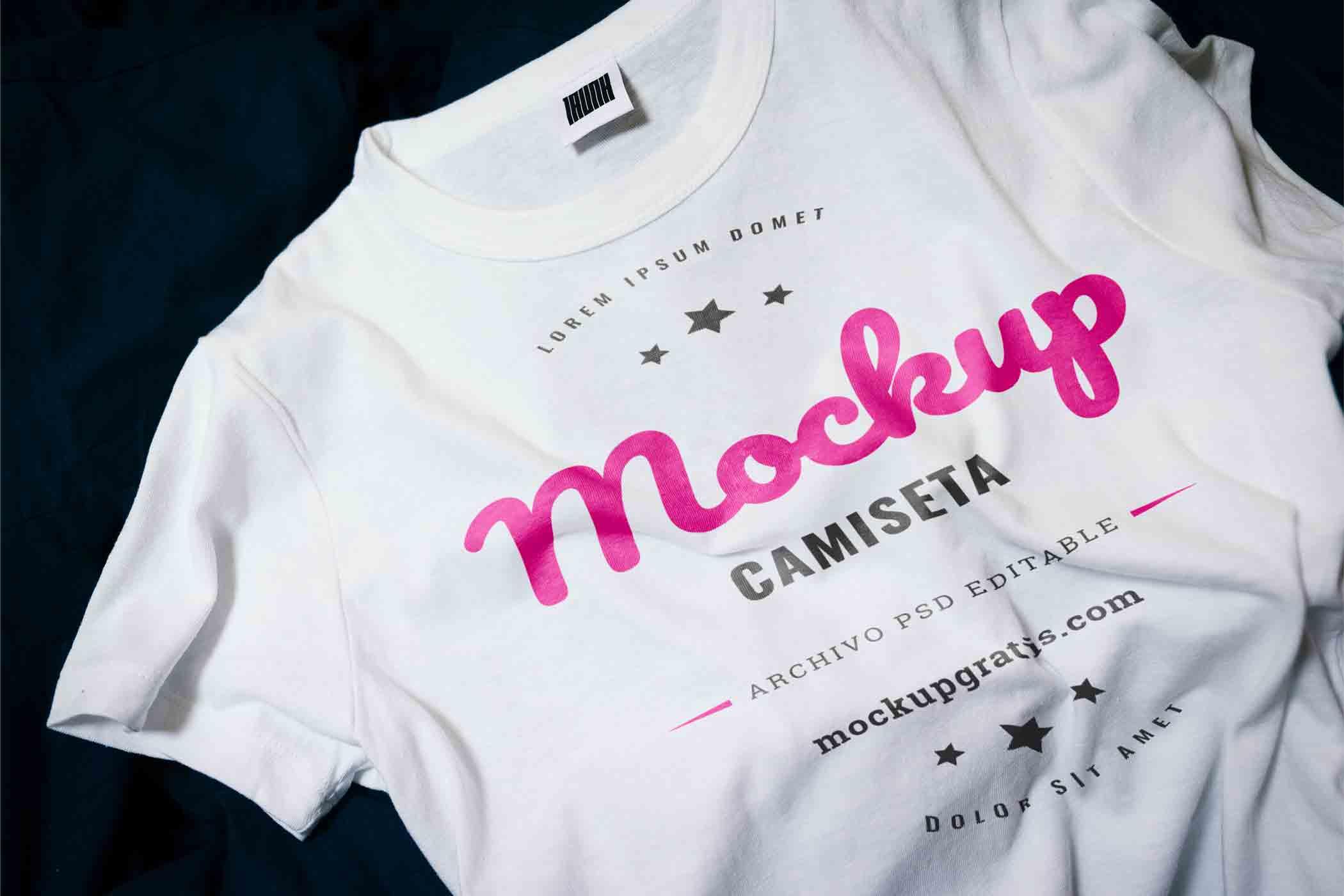 Mockup de una camiseta blanca gratis