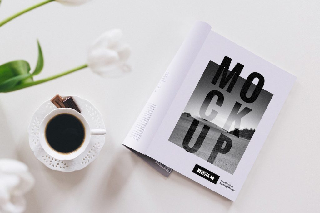 Mockup en PSD de una revista A4
