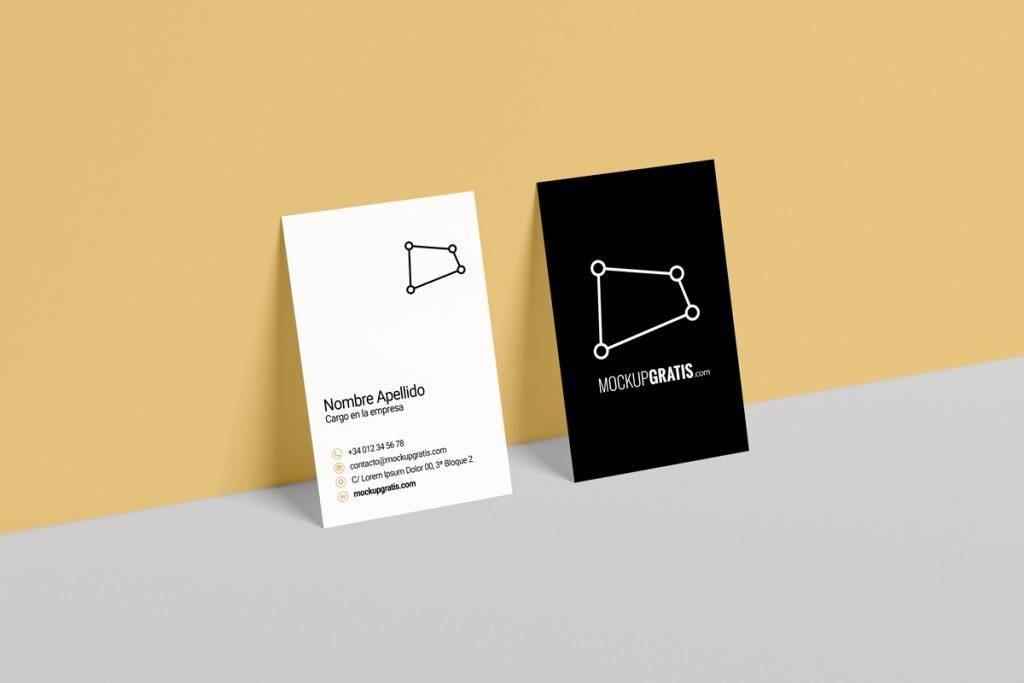 Mockup en PSD de unas tarjetas de visita en formato vertical