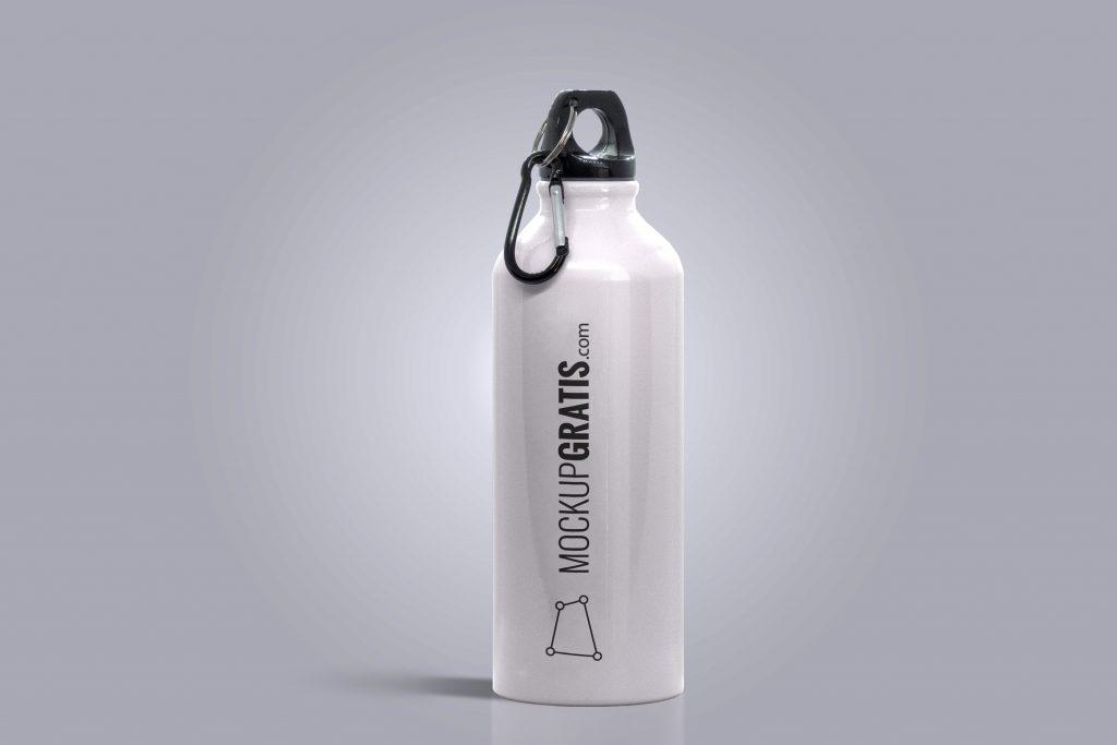 Un mockup gratis en PSD de una cantimplora metálica para hacer deporte