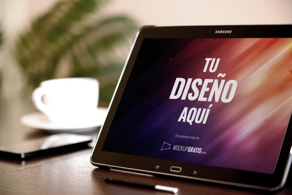 Mockup gratis de una tablet marca Samsung, en formato PSD editable