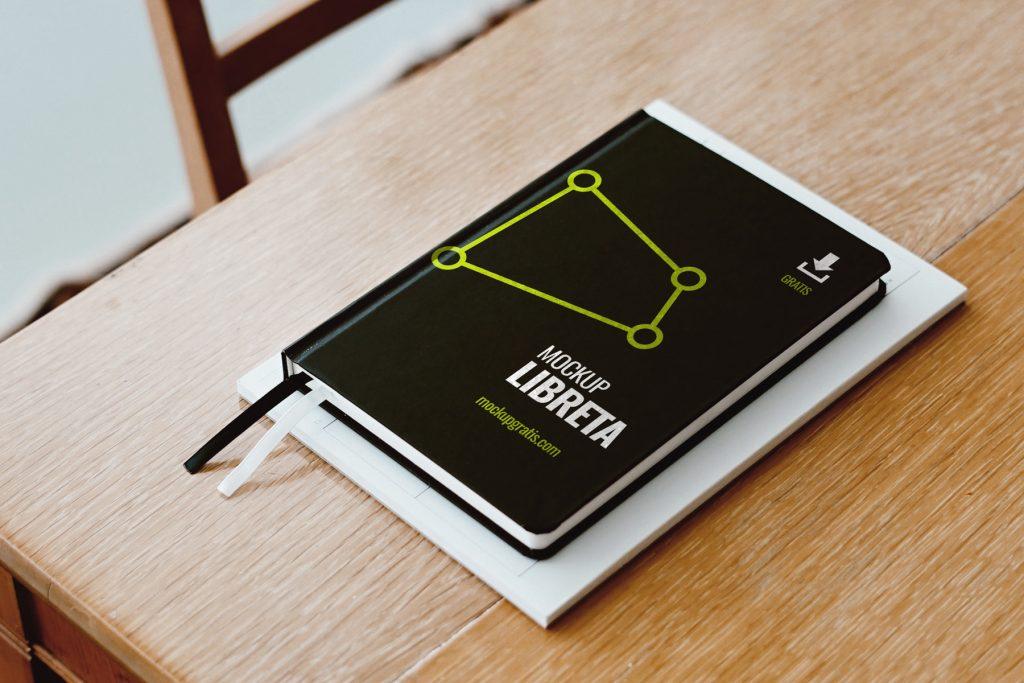 Mockup gratis de una libreta en formato PSD