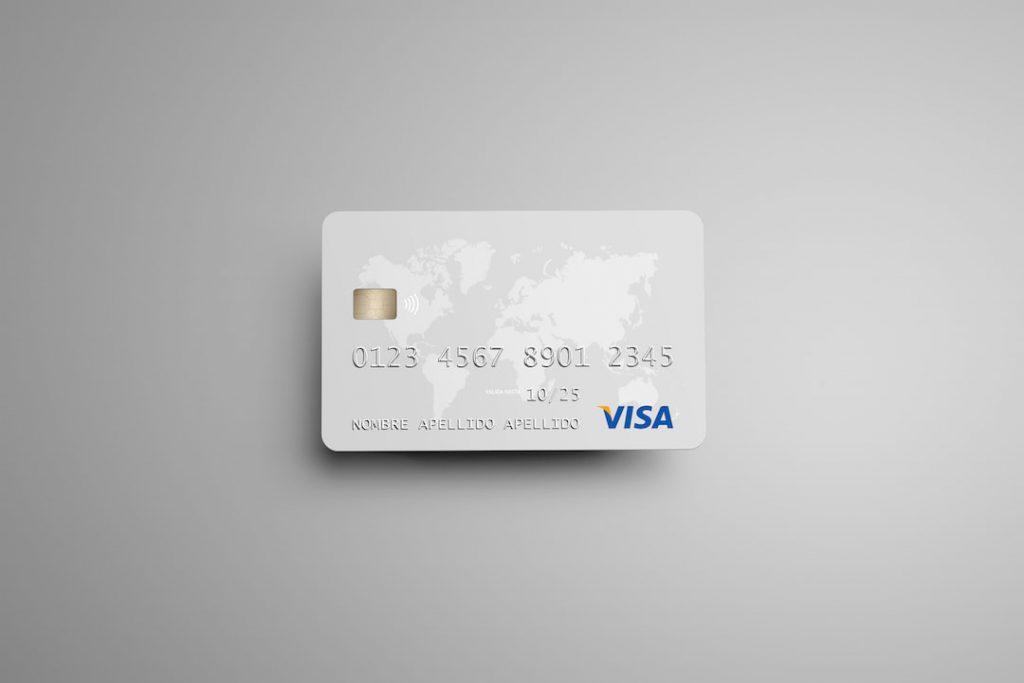 Mockup gratis de una tarjeta bancaria de crédito en PSD